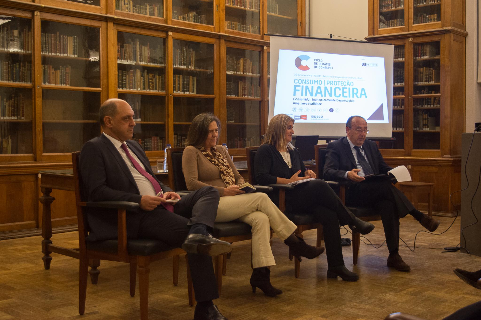 Debate na Universidade do Porto sobre proteção financeira do consumidor